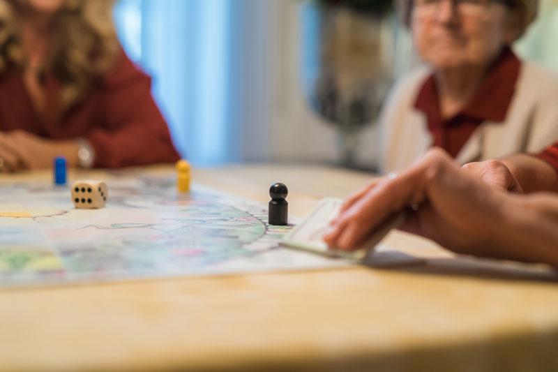 Ein Demenz Spiel Mit Fragen Regt Erinnerungen An
